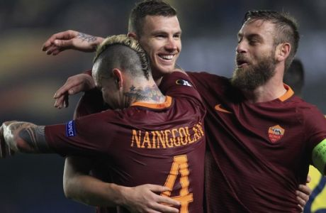 Roma's Edin Dzeko, center, celebrates with Radja Nainggolan, left and Daniele De Rossi after scoring his side's 4th goal during a Europa League, Round of 32, 1st leg soccer match between Villarreal and Roma at the Ceramica stadium in Villarreal, Spain, Thursday Feb. 16, 2017. (AP Photo/Alberto Saiz)
