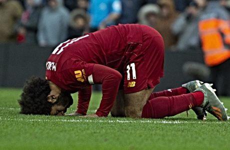 Ο Μοχάμεντ Σάλαχ της Λίβερπουλ πανηγυρίζει την επίτευξη γκολ