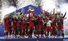 Ο Τζόρνταν Χέντερσον στο Μετροπολιτάνο της Μαδρίτης, υψώνει το 6ο Κυπελλο Πρωταθλητριών στον ουρανό! Η Λίβερπουλ είναι ξανά πρωταθλήτρια Ευρώπης, το 2019