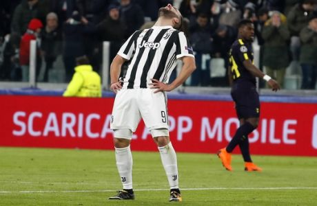 Juventus' Gonzalo Higuain reacts after missing a scoring chance during the Champions League, round of 16, first-leg soccer match between Juventus and Tottenham Hotspurs, at the Allianz Stadium in Turin, Italy, Tuesday, Feb. 13, 2018. (AP Photo/Antonio Calanni)