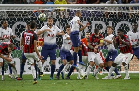 AC Milan and Tottenham players watch a free kick by AC Milan's Hakan Calhanoglu (10) during an International Champions Cup soccer match Tuesday, July 31, 2018 in Minneapolis. Tottenham won 1-0. (AP Photo/Bruce Kluckhohn)