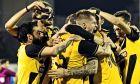 Οι παίκτες της ΑΕΚ πανηγυρίζουν το γκολ του Κρίστιτσιτς, που έφτασε για τη νίκη με σκορ 1-0 επί του Ατρομήτου στο Περιστπέρι για την 22η αγ. της Super League 2019-2020. ΦΩΤΟΓΡΑΦΙΑ: ΑΝΤΩΝΗΣ ΝΙΚΟΛΟΠΟΥΛΟΣ / EUROKINISSI