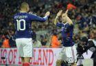 Καρίμ Μπενζεμά και Ματιέ Βαλμπουενά πανηγυρίζουν παρέα το γκολ του δεύτερου στο φιλικό παιχνίδι της Γαλλίας με την Αγγλία, το 2010