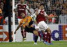 Ο Τρινκάο διεκδικεί τη μπάλα κατά την αναμέτρηση Γούλβς-Μπράγκα για το Europa League