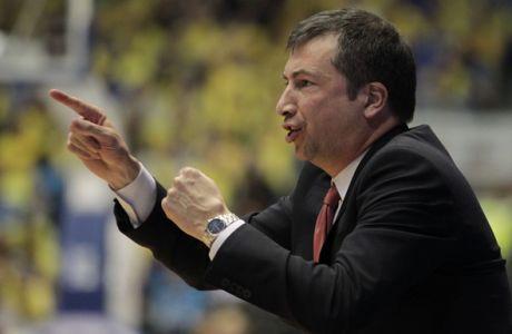 Emporio Armani Milan's head coach Luca Banchi gestures during the EuroLeague Basketball Group D playoff game against Maccbi Tel Aviv in Tel Aviv, Israel, Monday April 21, 2014. (AP Photo/Ariel Schalit)