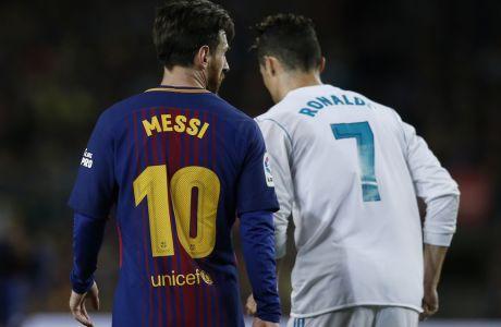 Μέσι και Ρονάλντο σε στιγμιότυπο από το ισπανικό 'clasico' μεταξύ Μπαρτσελόνα και Ρεάλ Μαδρίτης στο Camp Nou της Βαρκελώνης στις 6 Μαΐου 2018. (AP Photo/Manu Fernandez)