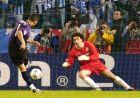 Ο Ντερλέι εκτελεί το πέναλτι απέναντι στον Μολίνα, στον ημιτελικό του Champions League της σεζόν 2003/04.