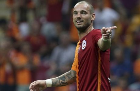 Galatasaray's Wesley Sneijder, of The Netherlands, celebrates his goal against Inter Milan during their pre-season friendly soccer match at Turk Telekom Arena in Istanbul, Sunday, Aug. 2, 2015. Galatasaray won the match 1-0. (AP Photo)