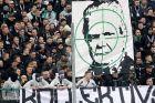 Φίλαθλοι της Γκλάντμπαχ σήκωσαν πανό με σκίτσο του ιδιοκτήτη της Χόφενχαϊμ, Ντίτμαρ Χοπ, σε αναμέτρηση για τη Bundesliga 2019-2020 στο 'Μπορούσια Παρκ', Μενχεγκλάντμπαχ, Σάββατο 24 Φεβρουαρίου 2020
