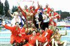 Παίκτες του Ολυμπιακού πανηγυρίζουν την κατάκτηση του Champions League 2001-2002 στον τελικό με τη Χόνβεντ, Βουδαπέστη, Σάββατο 25 Μαΐου 2002