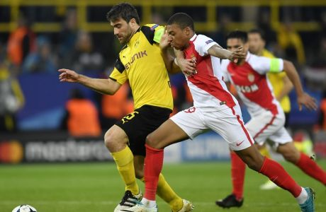 Dortmund's Sokratis Papastathopoulos, left, and Monaco's Kylian Mbappe challenge for the ball during the Champions League quarterfinal first leg soccer match between Borussia Dortmund and AS Monaco in Dortmund, Germany, Wednesday, April 12, 2017. (AP Photo/Martin Meissner)