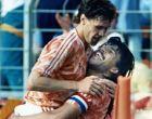 Ο Γκούλιτ με τον φαν Μπάστεν, μετά το δεύτερο από τα τρία γκολ του τελευταίου στο ματς του Euro 1988 με την Αγγλία.