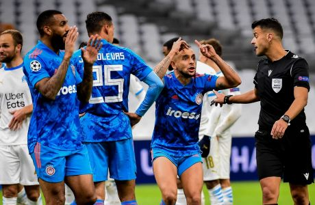 Ραφίνια, Χολέμπας, Εμβιλά και Σεμέδο δεν πιστεύουν την υπόδειξη του VAR στο πέναλτι του Βραζιλιάνου, που έφερε το δεύτερο γκολ του Παγέτ στο ματς για το τελικό Μαρσέιγ - Ολυμπιακός 2-1, στην 5η αγ. των ομίλων του Champions League | 01/12/2020 (EUROKINISSI)