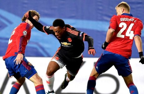 CSKA Moscow's Brazilian defender Mario Fernandes (L) and CSKA Moscow's Russian defender Vasily Berezutskiy (R) vie for the ball with Manchester United's French forward Anthony Martial during the UEFA Champions League group B football match between PFC CSKA Moscow and FC Manchester United at the Arena Khimki stadium outside Moscow on October 21, 2015. AFP PHOTO / KIRILL KUDRYAVTSEV        (Photo credit should read KIRILL KUDRYAVTSEV/AFP/Getty Images)