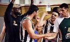 Ο Νίκος Περσίδης πανηγυρίζει με τους υπόλοιπους παίκτες του Παναθηναϊκού ΟΠΑΠ το 110-65 επί του Ιωνικού Νικαίας