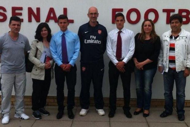 Ο Ηλίας Χατζηθεοδωρίδης έμαθε στην Arsenal να διασκεδάζει το ποδόσφαιρο