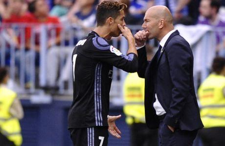 Κριστιάνο Ρονάλντο και Ζινεντίν Ζιντάν συνεργάστηκαν με ξεχωριστή επιτυχία στην Ρεάλ Μαδρίτης. Το ίδιο μπορεί να συμβεί και στην Γιουβέντους πλέον, σύμφωνα με τα ιταλικά ΜΜΕ. (AP Photo/Daniel Tejedor)