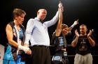 Η στιγμή που ο διαιτητής ανακηρύσσει νικήτρια τη Χριστίνα Λιναρδάτου