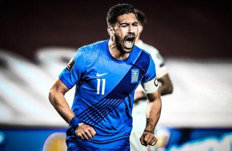 Ο Τάσος Μπακασέτας πανηγυρίζει το γκολ που χάρισε στην Εθνική ομάδα το 1-1 απέναντι στην Ισπανία, για τα προκριματικά του Παγκοσμίου Κυπέλλου