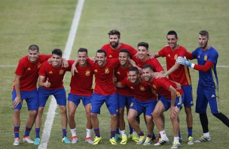 Spanish national team players pose for a picture during a training session at the Sports Complex Marcel Gaillard in Saint Martin de Re in France, Thursday, June 9, 2016. Spain will face Czech Republic in a Euro 2016 Group D soccer match in Toulouse on Monday, June 13. (AP Photo/Manu Fernandez)