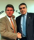 Γιούπ Χάινκες και Λορένθο Σανθ, στην παρουσίαση του Γερμανού ως νέου προπονητή της Ρεάλ Μαδρίτης (25/6/1997)