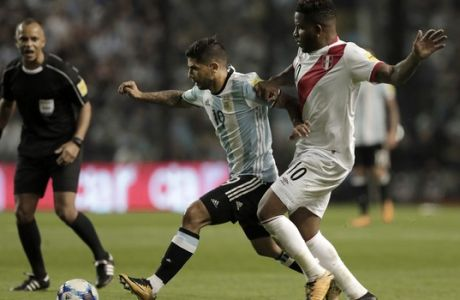 Argentina's Ever Banega, center, fights for the ball wth Peru's Jefferson Farfan, as referee Wilton Pereira looks on during a World Cup qualifying soccer match at La Bombonera stadium in Buenos Aires, Argentina, Thursday, Oct. 5, 2017.(AP Photo/Natacha Pisarenko)