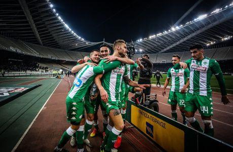 Παίκτες του Παναθηναϊκού πανηγυρίζουν γκολ στην αναμέτρηση με τον ΠΑΟΚ για τη Super League 1 2019-2020 στο Ολυμπιακό Στάδιο, Κυριακή 2 Φεβρουαρίου 2020