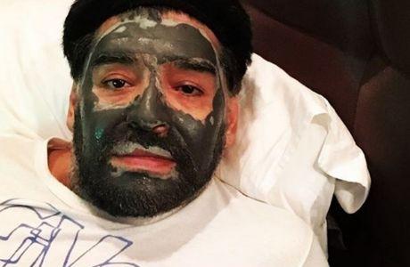 Ο Μαραντόνα με μάσκα... ομορφιάς!