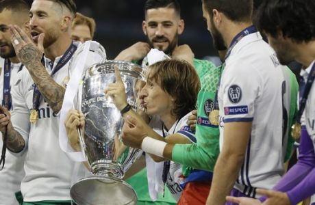 Real Madrid's Luka Modric kisses the trophy after the Champions League soccer final between Juventus and Real Madrid at the Millennium Stadium in Cardiff, Wales, Saturday, June 3, 2017. (AP Photo/Kirsty Wigglesworth)