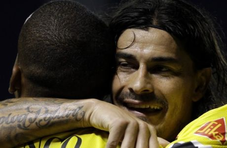 Ely Esterilla, left, of Ecuadors Barcelona is embraced by teammate Ismael Blanco, after he scored during a Copa Libertadores soccer game against in Asuncion, Paraguay, Thursday, April 9, 2015. (AP Photo/Jorge Saenz)