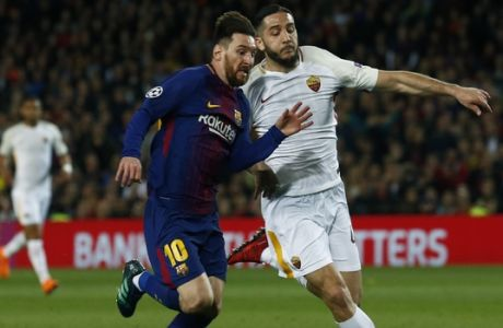 Barcelona's Lionel Messi, left, challenges for the ball with Roma's Kostas Manolas during a Champions League quarter-final, first leg soccer match between FC Barcelona and Roma at the Camp Nou stadium in Barcelona, Spain, Wednesday, April 4, 2018.(AP Photo/ Manu Fernandez)
