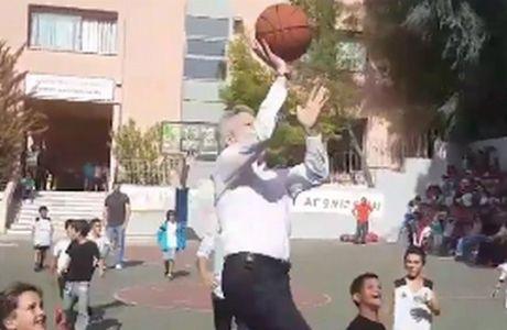 Ποιος LeBron James; Κοντονής!