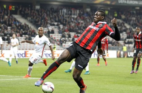 FILE - In this Thursday, Nov. 3, 2016 file photo, Nice's Mario Balotelli controls the ball during the Europa League group I soccer match between OGC Nice and FC Salzburg, at the Nice stadium, southeastern France. Despite Mario Balotellis return to the side Nice dropped more points in the French title race, drawing 1-1 away to Corsican side Bastia on Friday, Jan. 20, 2017. (AP Photo/Claude Paris, File)