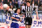 Ο Βαγγέλης Νάστος του ΠΑΟΚ μονομαχεί με τον Μηνά Χαντζίδη του Ηρακλή για την Α' Εθνική 1997-1998 στο 'Καυτανζόγλειο' | Κυριακή 8 Μαρτίου 1998