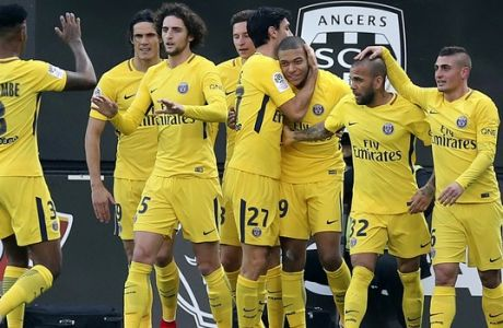 Paris Saint Germain's Kylian Mbappe, third right, celebrates with teammates the first goal during his French League One soccer match against Angers, Saturday, Nov. 4, 2017, in Angers, western France. (AP Photo/David Vincent)