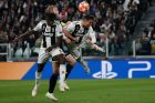 Juventus' Cristiano Ronaldo, right, Ajax's Matthijs de Ligt, center, and Juventus' Moise Kean fight for the ball during the Champions League quarter final, second leg soccer match between Juventus and Ajax, at the Allianz stadium in Turin, Italy, Tuesday, April 16, 2019. (AP Photo/Antonio Calanni)