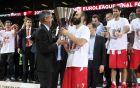 Ο Τζόρντι Μπερτομέου παραδίδει στον Βασίλη Σπανούλη το τρόπαιο της Euroleague