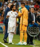 Ο Αρεολά έτοιμος να περάσει στον αγωνιστικό χώρο ως αλλαγή του Κουρτουά στον αγώνα της Ρεάλ Μαδρίτης με την Μπριζ για το Champions League.