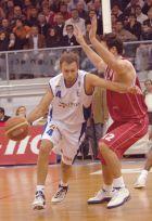 """Συλλεκτική φωτο με τον Μίλαν Τόμιτς εναντίον του Ολυμπιακού, στο μοναδικό ματς εν Ελλάδι που βρέθηκε αντιμέτωπος με τους """"ερυθρόλευκους"""" (22/1/2006)"""