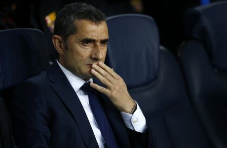 Barcelona coach Ernesto Valverde sits on the bench during the Champions League round of sixteen second leg soccer match between FC Barcelona and Chelsea at the Camp Nou stadium in Barcelona, Spain, Wednesday, March 14, 2018. (AP Photo/Manu Fernandez)