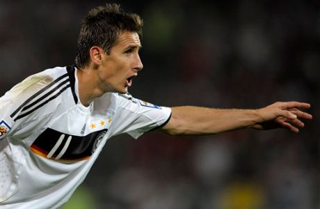 Germany's Miroslav Klose gestures  during the World Cup group 4 qualifying match between Germany and Azerbaijan in Hanover, northern Germany on Wednesday Sept. 9, 2009. (AP Photo/Axel Heimken) ** Eds note: German spelling of Hanover is Hannover **