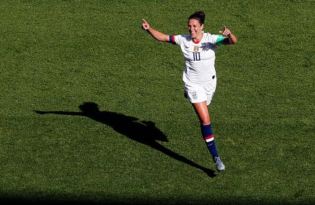 Η Κάρλι Λόιν των ΗΠΑ πανηγυρίζει γκολ που σημείωσε κόντρα στη Χιλή σε αγώνα για τη φάση των ομίλων του Παγκοσμίου Κυπέλλου 2019 στο 'Παρκ ντε Πρενς', Παρίσι, Κυριακή 16 Ιουνίου 2019