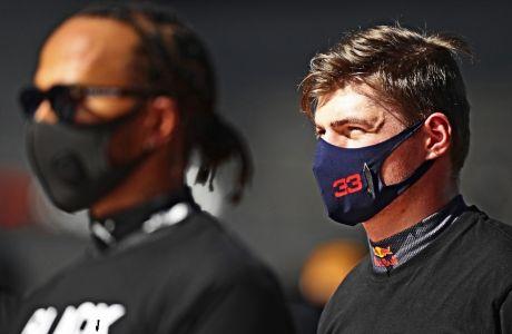 Ο Μαξ Φερστάπεν έχει ρήτρα στο συμβόλαιο που τον 'δένει' με τη Red Bull, που του επιτρέπει να φύγει -αν δεν του παρέχουν όσα χρειάζεται για να διεκδικήσει το πρωτάθλημα. Το σενάριο να διαλέξει να πάει στη Mercedes (ως παρτενέρ του Λιούις Χάμιλτον) δεν είναι ουτοπικό.