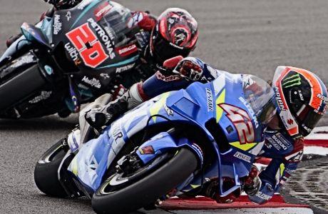 O Άλεξ Ρινς εμφανίστηκε στη φετινή σεζόν του MotoGP ως 'αυτός που θα απειλήσει τον Μαρκ Μάρκεθ'. Αμφότεροι τέθηκαν εκτός της πρεμιέρας, κατόπιν πτώσεων. Ο πρωταθλητής παραμένει εκτός. Ο οδηγός της Suzuki επέστρεψε -μολονότι εξακολουθεί να αγωνίζεται με έναν ώμο.