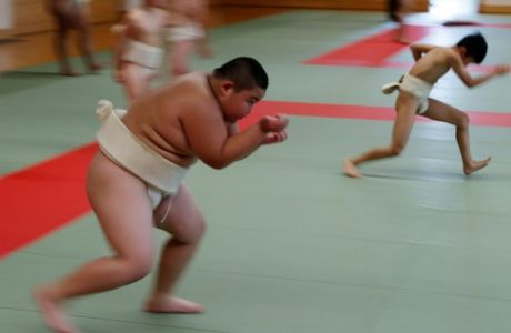 O Κιούτα Καϊμαγκάι έγινε θέμα σε όλα τα διεθνή μέσα, καθώς είναι το νέο αστέρι του σούμο που είναι για τους Ιάπωνες πολλά περισσότερα από ένα άθλημα.