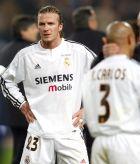 Ο Ντέιβιντ Μπέκαμ, περίλυπος μετά την ήττα της Ρεάλ από τη Σαραγόσα (2-3) στον τελικό του Copa del Rey (17/3/2004).