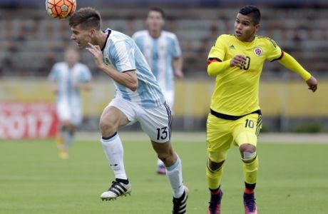 Argentina's Juan Foyth, left, heads the ball as Colombia's Juan Hernandez looks on during a match of the U-20 South America qualifying soccer tournament for the 2017 South Korea U-20 World Cup, in Quito, Ecuador, Thursday, Feb. 2, 2017. (AP Photo/Dolores Ochoa)