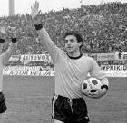 Ο Δημήτρης Κώτσος σ' ένα ΑΕΚ-Ολυμπιακός 0-0