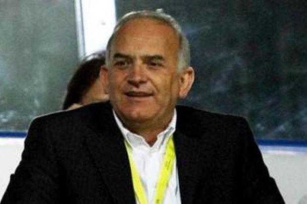 e4bd435413d1 ... ότι ενεργό ρόλο πλέον στα διοικητικά της ΑΕΚ θα έχουν Κύπριοι  επιχειρηματίες. Από τον Βάσο Χατζηιωάννου στα τέλη των 70s και τον Τέρη  Παναγίδη του 1983