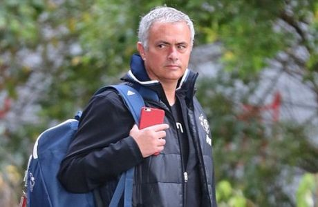 22.10.16..... The Man United team get the train from Stockport to London without Wayne Rooney (he may have got on in Wilmslow) on Saturday afternoon....... Jose Mourinho.